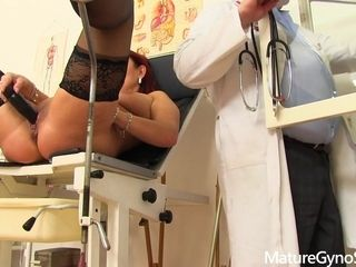 Spying for mature Darina in the gynecologist's office