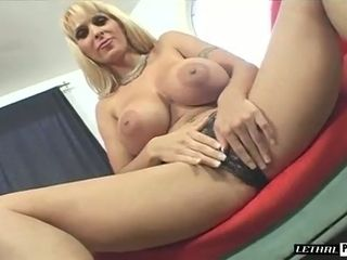 Now that's a solo sesh you can observe all day and this milf is super hot