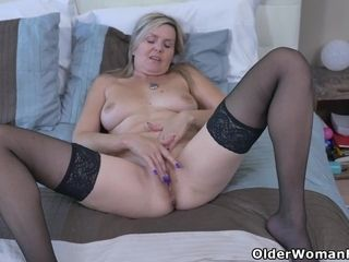 Canadian milf Brandii shares her masturbation skills with you