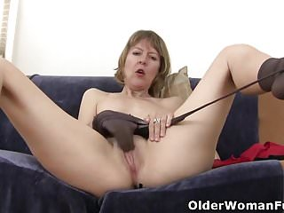 American milf Dee Williams fingers will not hear of itchy pussy