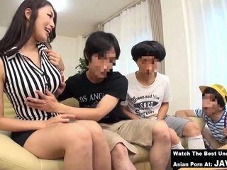 Skinny Japanese MILF sizzling porn video
