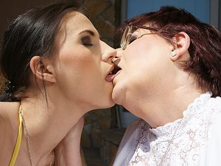 Trio elderly lesbos and one super-steamy foxy honey get it on
