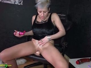 OldNanny grannie with piercing in her cootchie is wanking