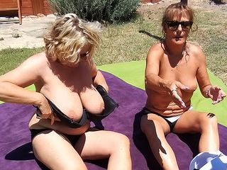 2 Brit housewives have super-steamy lezzy fuck-a-thon during their vaca