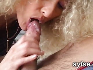 Initiaton 3 avec cougar et vieux pour une jeune black-haired