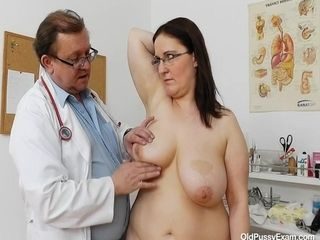 Dorotha gynecology check-up porno vid