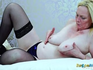 EuropeMaturE blond Suzie Solo playthings getting off