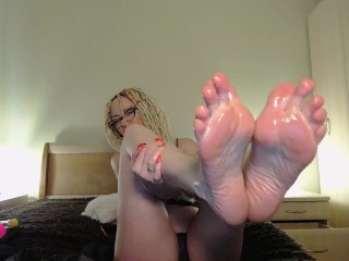 feet close up oiled (prerecorded show)