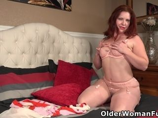 USA milf Kimberlee is ready for action in sexy lingerie