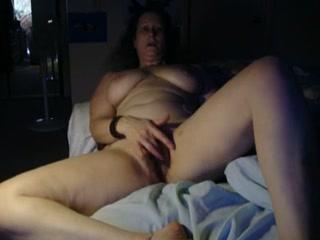 My chubby wifey masturbates with a dildo before sleeping