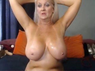 Mature but really seducitve amateur granny mesmerizes me