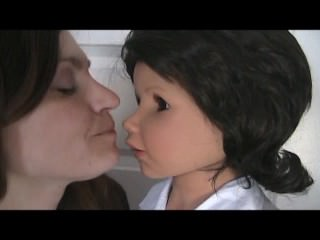 mom doll kiss 2