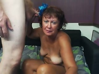 Homegrown slut with a big booty is having sex with her hubby