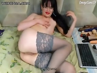 Hot milf ass show on webonga.com