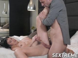Mesmerizing MILF seduces man with excellent cock riding
