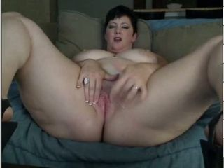 Lusty amateur webcam MILF exposes her giant saggers during solo