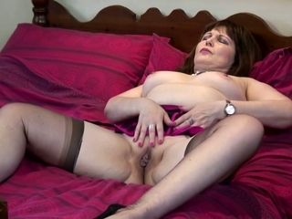 This horny real mature slut makes her first solo video
