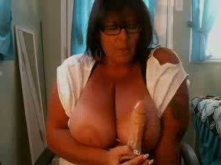 Chubby mature lady turns me on with fantastic masturbation