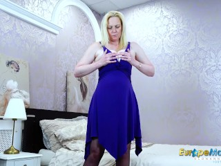 EuropeMaturE blond Suzie Solo fucktoys getting off