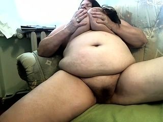 Fat hairy mature slut is working hard to make herself wet on camera