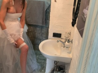The bride sucked the best man before the wedding and poured sperm all over her face