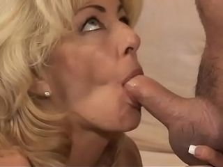 Torrid blondie cougar Lexi Carrington with thick mammories gets her clean-shaven cootchie jammed with stud&#039_s pecker