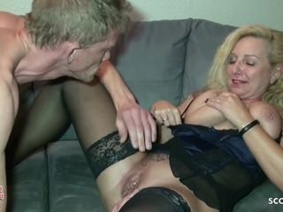 Condom Off and Cum on Pussy by German Mature Wife by Guy
