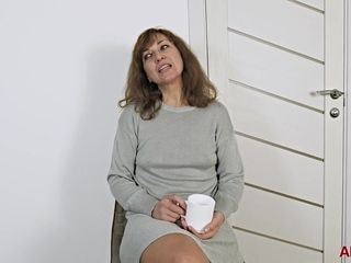 Pretty mature women fist time on porn casting