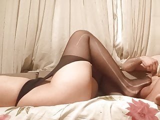 Wife gives nylon footjob, prostate massage with her toes in pantyhose