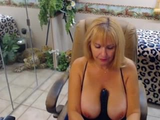 mature babe on webcam - morecams.net for more free cams