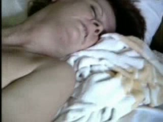 I am an experienced mature woman who enjoys masturbating on camera