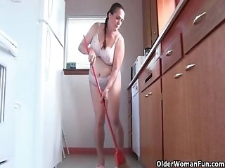 Mom loves cleaning the kitchen naked
