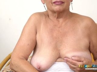 EuropeMaturE molten dame Solo Striptease and tugging