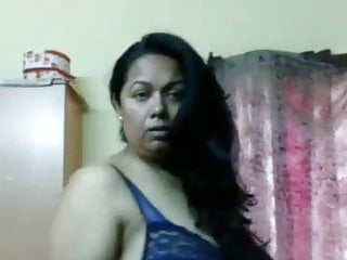 Mature Aunty steaming body