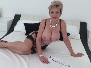Girl Sonia providing a voluptuous hand job and blowage