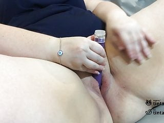 Plus-size wifey uses fat fake penis & magic wand to jizz (my very first Video)